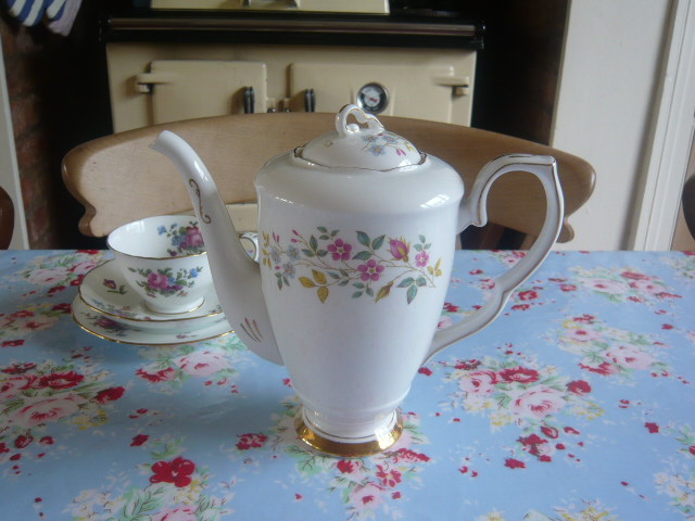 z/sold VINTAGE COFFEE POT / TEAPOT by Gladstone china