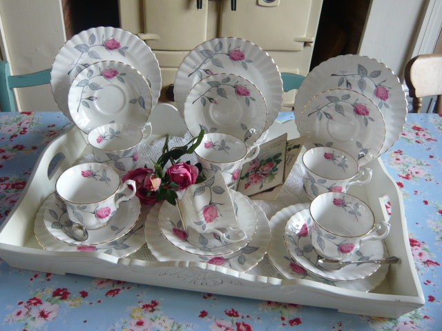 z/sold  COMPLETE BOXED VINTAGE TEASET BY RICHMOND CHINA