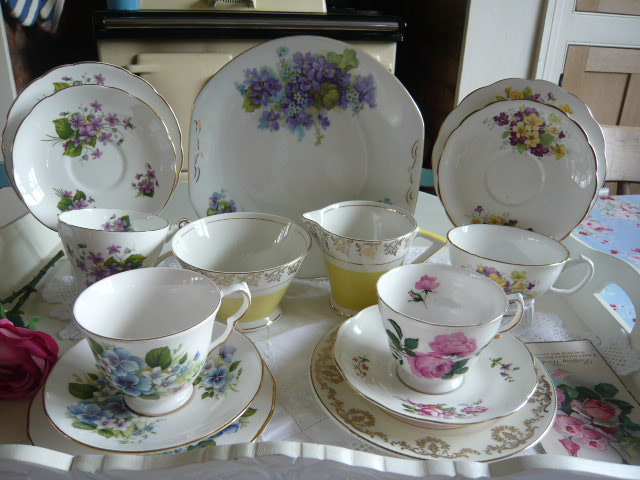 z/sold  MIX-N-MATCH VINTAGE TEASET with violets and roses