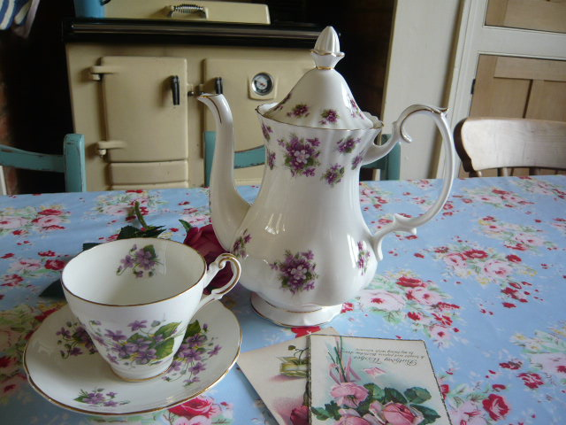 "z/sold  DELIGHTFUL  ROYAL ALBERT TEAPOT CALLED  ""SWEET VIOLETS"" ...... on its way to sunny Australia !!"