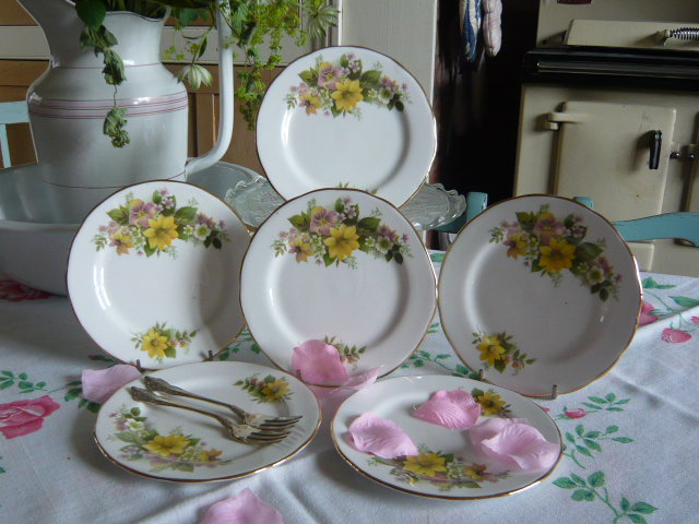 Z/SOLD PRETTY YELLOW FLORAL VINTAGE TEA PLATES