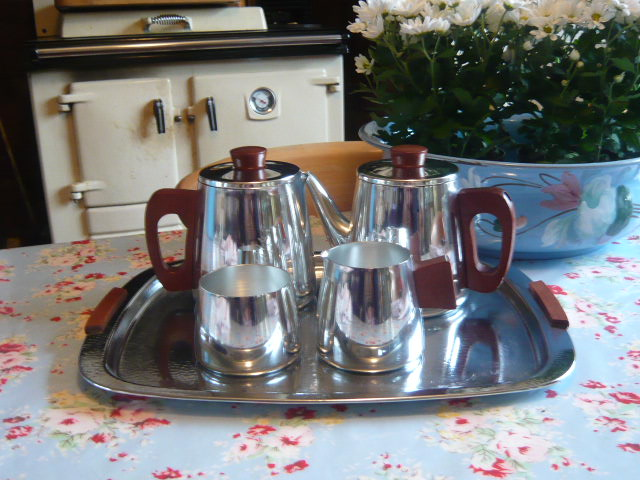 Z/SOLD - A RETRO CHROME TEASET BY SONA