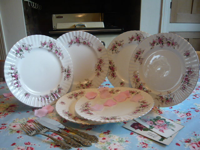 Z/SOLD - A SET OF VINTAGE ROYAL ALBERT DINNER PLATES  Lavender Rose