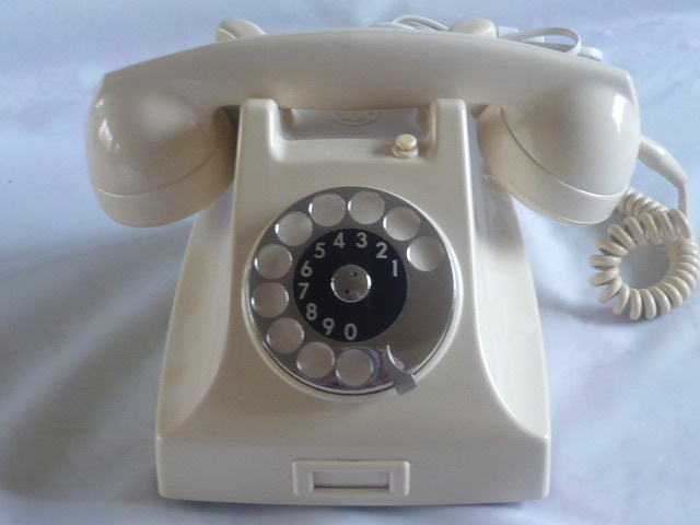 ZSOLD TO THE STRATFORD THEATRE CANADA  RETRO IVORY ERICSSON BAKELITE TELEPHONE