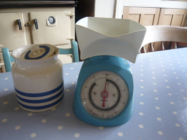 Z/sold  A BLUE SET OF RETRO SALTER KITCHEN SCALES