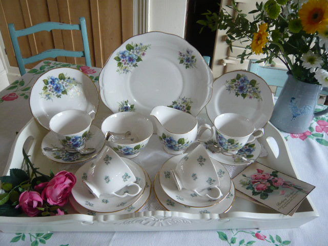 z/sold  A BLUE FLORAL PANSYS AND DAISYS  VINTAGE TEASET