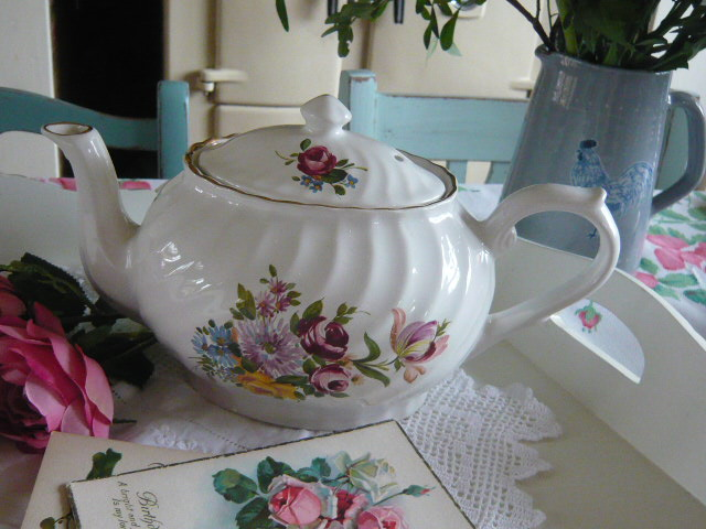 Z/SOLD  Adorable  Roses vintage shabby chic teapot