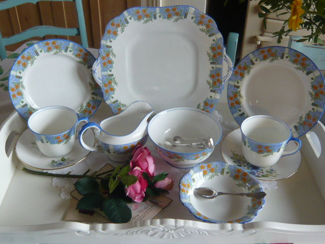 z/sold -VINTAGE TEASET by Aynsley