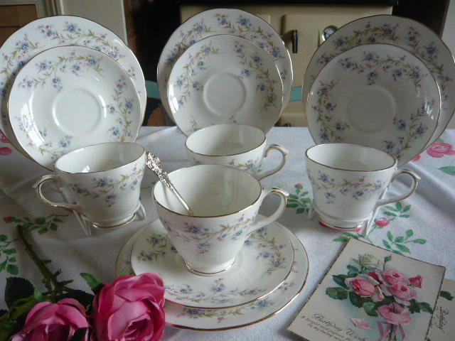 z/sold VINTAGE DUCHESS TEASET WITH FORGET-ME-NOTS
