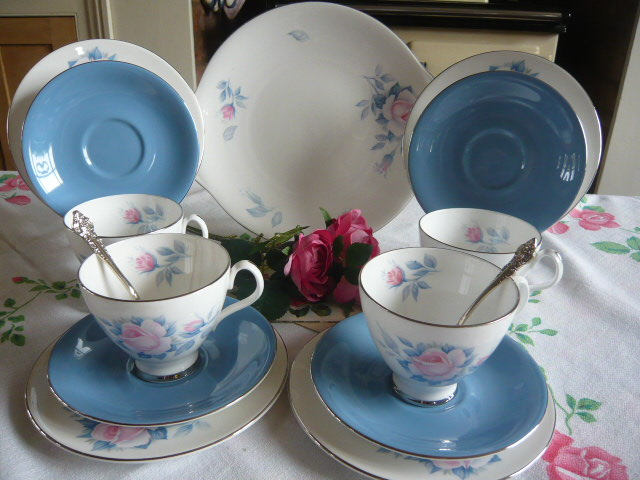 z/sold -ROYAL ALBERT SORRENTO VINTAGE TEASET
