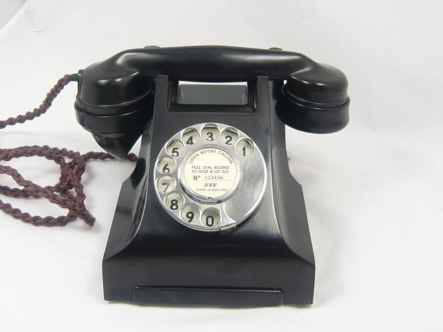 A STUNNING VINTAGE BAKELITE TELEPHONE  300 series 1940'S era