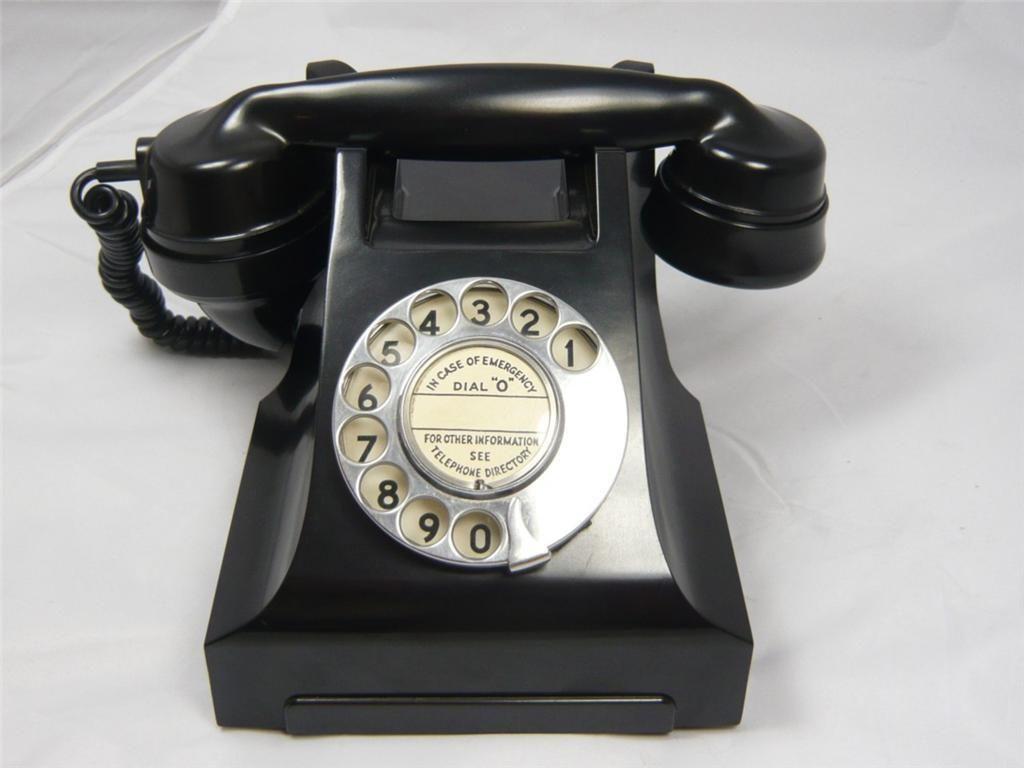 A STUNNING VINTAGE BAKELITE TELEPHONE
