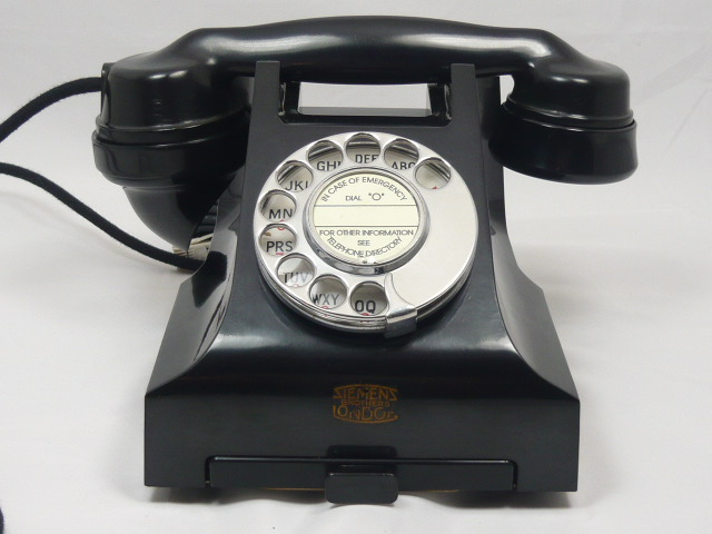 z/sold  A  BAKELITE TELEPHONE VINTAGE 300 SERIES by Siemens Bros