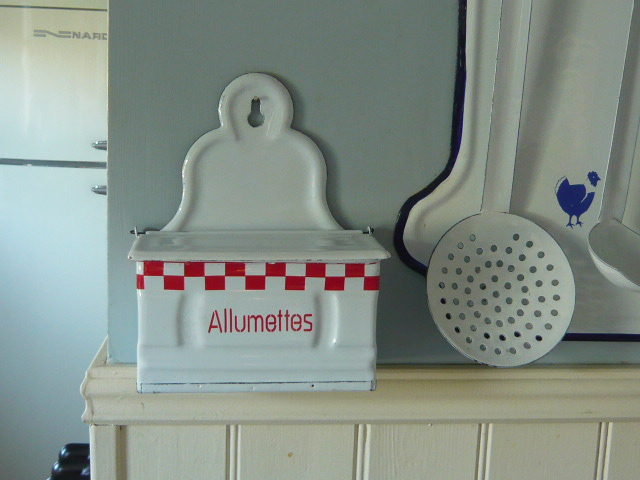 Z/SOLD -A RED & WHITE FRENCH ALLUMETTES  MATCHES HOLDER