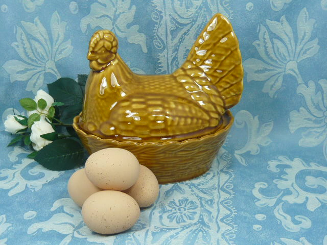 Z/SOLD - A VINTAGE HEN BASKET EGG HOLDER