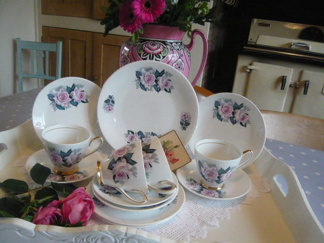 Z/SOLD Vintage tea set by Windsor China  Roses