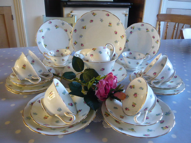 Z/SOLD  VINTAGE FLORAL TEA SET  8 place settings