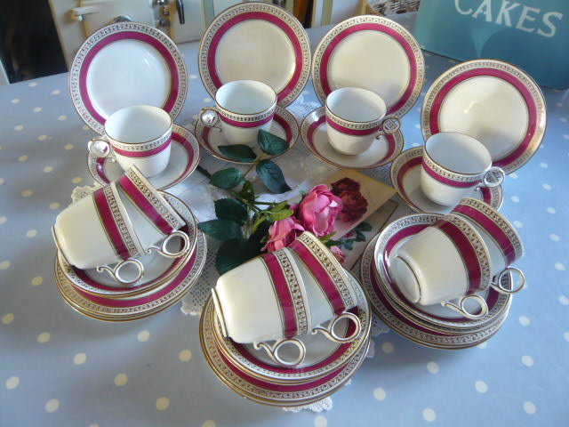 z/sold   Vintage teaset in raspberry 10 pc