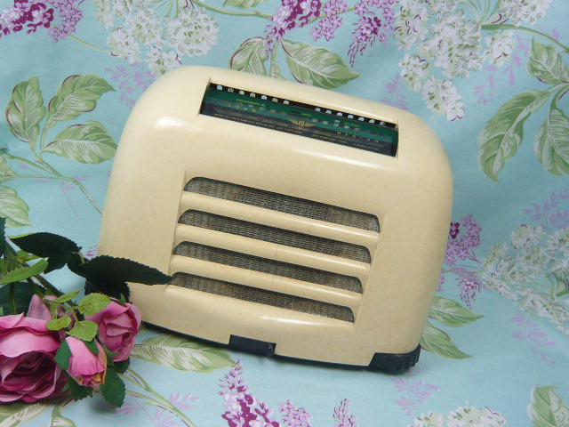 Z/SOLD  IVORY BAKELITE KB TOASTER RADIO