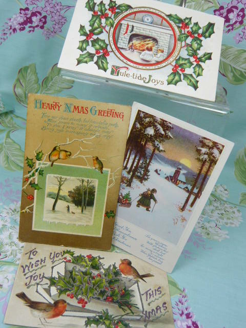 z/sold SET VINTAGE CHRISTMAS POSTCARDS