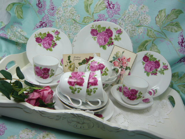 Z/SOLD  VINTAGE TEA SET  PINK ROSES