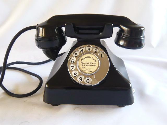A STUNNING VINTAGE BAKELITE GECOPHONE TELEPHONE