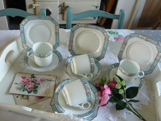 z/sold  STUNNING VINTAGE TEASET WITH BLUE BANDING AND ROSES