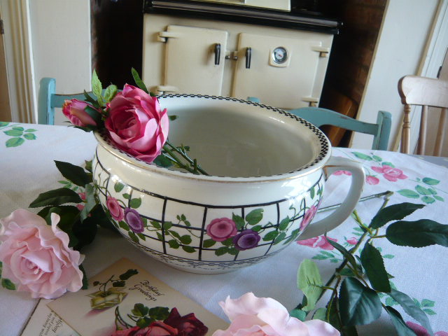 z/sold STUNNING  WEDGWOOD CHAMBER POT